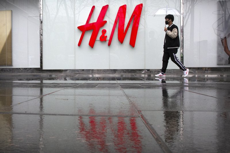 "China says H&M agreed to publish online map with ""nine-dash line"""