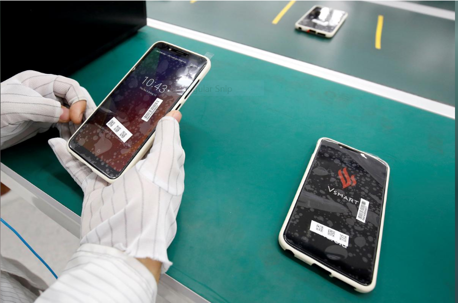 Vingroup JSC, Vietnam's biggest-listed firm by market value, had signed a deal with Qualcomm to produce 5G smartphones in the country. Photo: Reuters