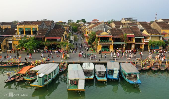 Quang Nam seeks green-light for 'vaccine passport' arrivals