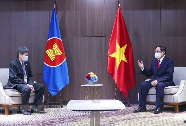 Prime Minister Pham Minh Chinh (R) and ASEAN Secretary General Lim Jock Hoi (Photo: VNA)