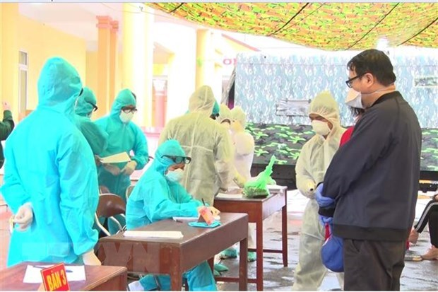 Procedures carried out for citizens to be admitted to a quarantine site (Photo: VNA)