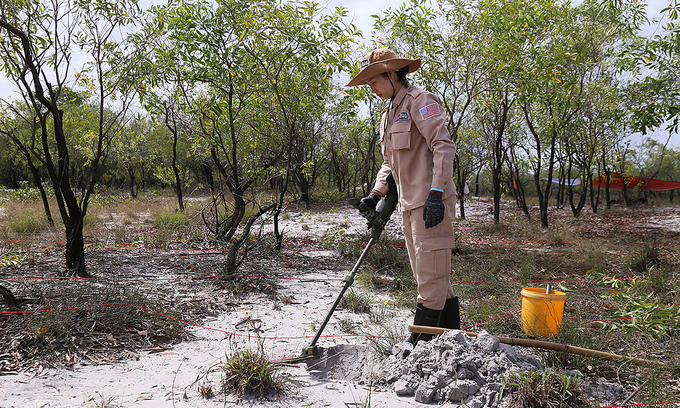 A member of the Mines Advisory Group (MAG) detects unexploded ordnances in Quang Tri Province, October 2019. Photo by VnExpress