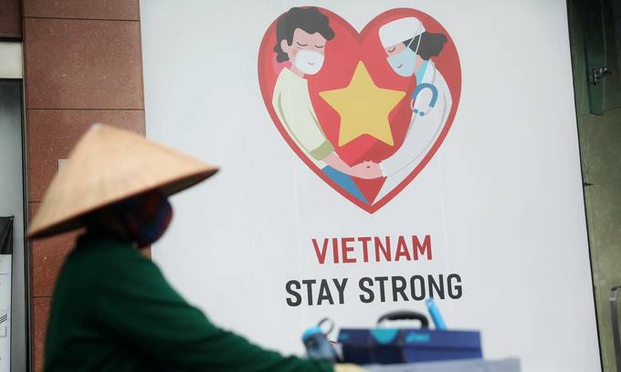 A banner advocating Vietnam's Covid-19 fight in HCMC, March 2020. Photo by VnExpress/Huu Khoa
