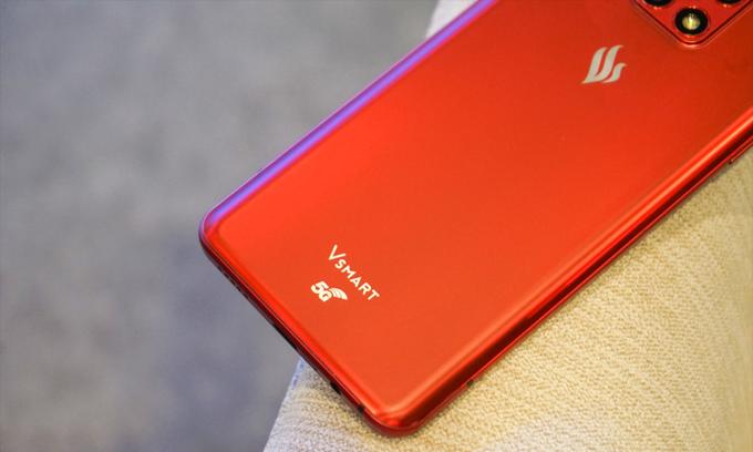 A Vsmart phone produced by VinSmart, a unit of Vingroup. Photo by VnExpress/Bao Lam.