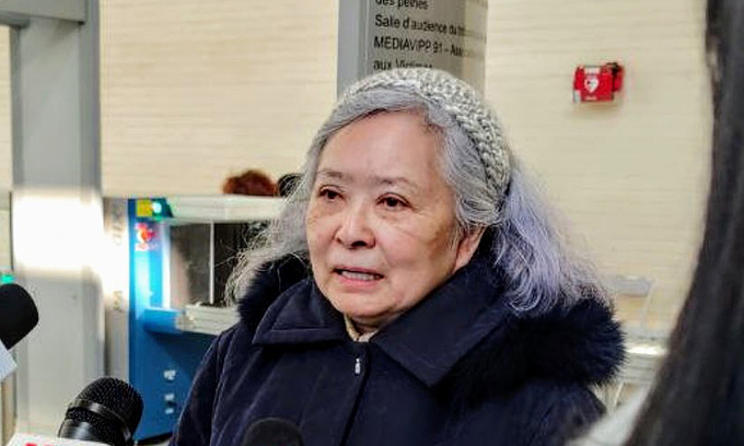 Tran To Nga talks to the press outside the court in the Paris suburb of Evry in January, 2021. Photo by Collectif Vietnam-Dioxine.
