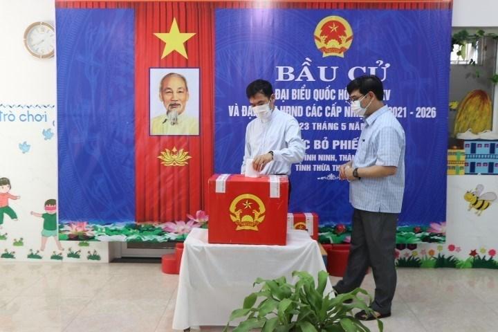 Catholic voters in Vinh Ninh ward, Hue city go to the polls. (Photo: Do Truong/VNA)
