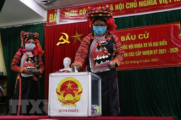 Ethnic people in the northern mountainous province of Lai Chau go to the polls. (Photo: Nguyen Van Oanh/VNA)