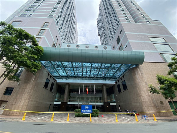 The Sheraton hotel in HCM City, where a chef connected to the newly detected cluster involving a Christian sect is working, was put under lockdown on Thursday morning. — VNA/VNS Photo Thu Huong