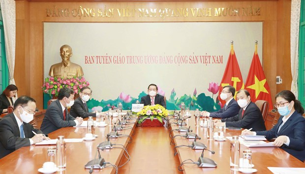 Vietnamese, Lao Party commissions strengthen cooperation