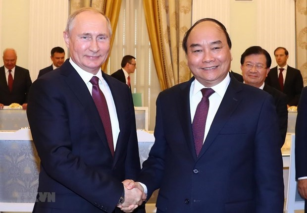Then Prime Minister Nguyen Xuan Phuc (R) and Russian President Vladimir Putin in a meeting in May 2019. (Photo: VNA)