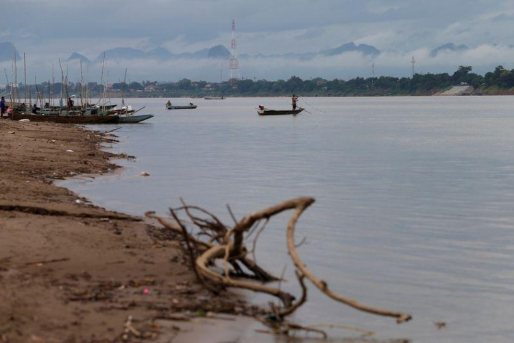 Fishermen fish in the Mekong River in Nakhon Phanom, Thailand, July, 2019. Photo by Reuters.