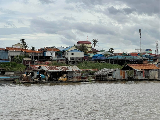 Floating houses on the Tonle Sap River in Phnom Penh. — Photo courtesy of Vũ Quang Minh, Ambassador of Việt Nam to Cambodia