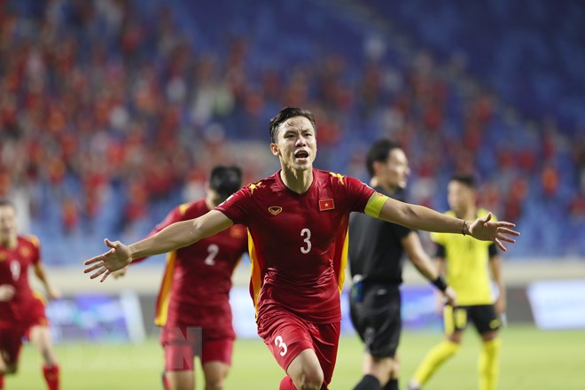 Que Ngoc Hai celebrates with joy after scoring the winning goal for Park Hang-seo's side. (Photo: VN+)