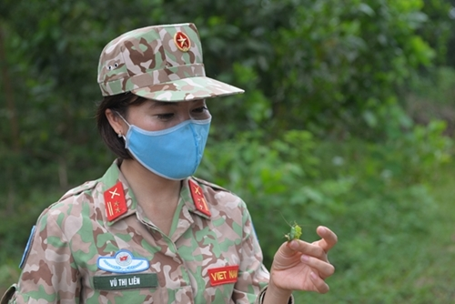 Lieutenant Colonel Vu Thi Lien joining the training