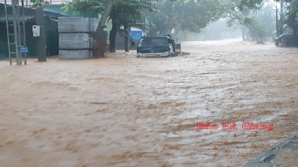 Vietnam weather this week: Three killed in floods in Ha Giang, more rains to lash northern mountainous provinces