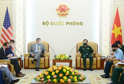 Vietnam, US to further cooperate in war legacy relief