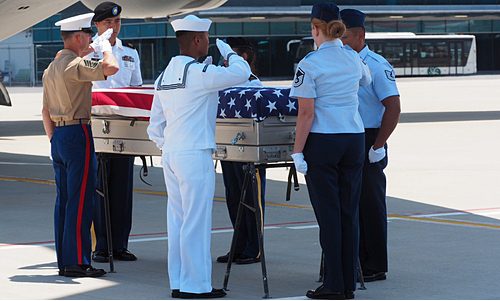 U.S. service members conduct a ceremony to repatriate remains of two U.S. soldiers killed in the Vietnam War at Da Nang International Airport, September 17, 2019. Photo courtesy of the U.S. Consulate in HCMC.