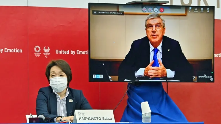Tokyo 2020 President Seiko Hashimoto, left, holds a virtual meeting with International Olympic Committee President Thomas Bach. (Pool photo)