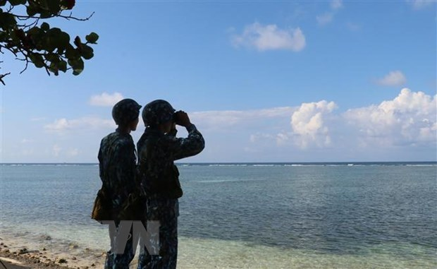 Vietnamese soldiers on a patrol on Son Ca island (Source: VNA)