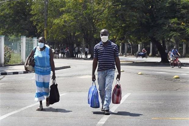 People wear face masks in Havana, Cuba (Photo: Xinhua/VNA)