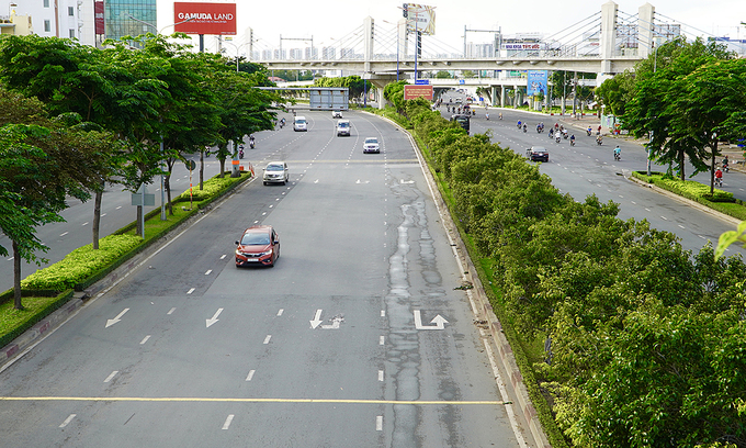 Few traffic is seen on Dien Bien Phu Street of HCMC's Binh Thanh District during a Covid-19 social distancing period, July 9, 2021. Photo by VnExpress