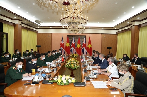 The two delegations at the bilateral talks