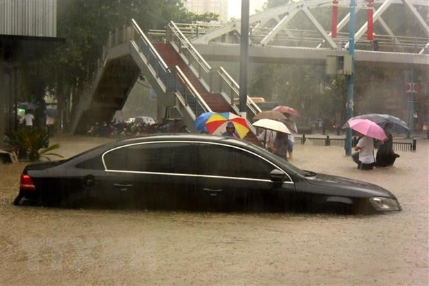 Flooding, triggered by heavy downpours, has submerged the Chinese province since July 18, leaving tens of people dead and missing. (Photo: Xinhua/VNA)
