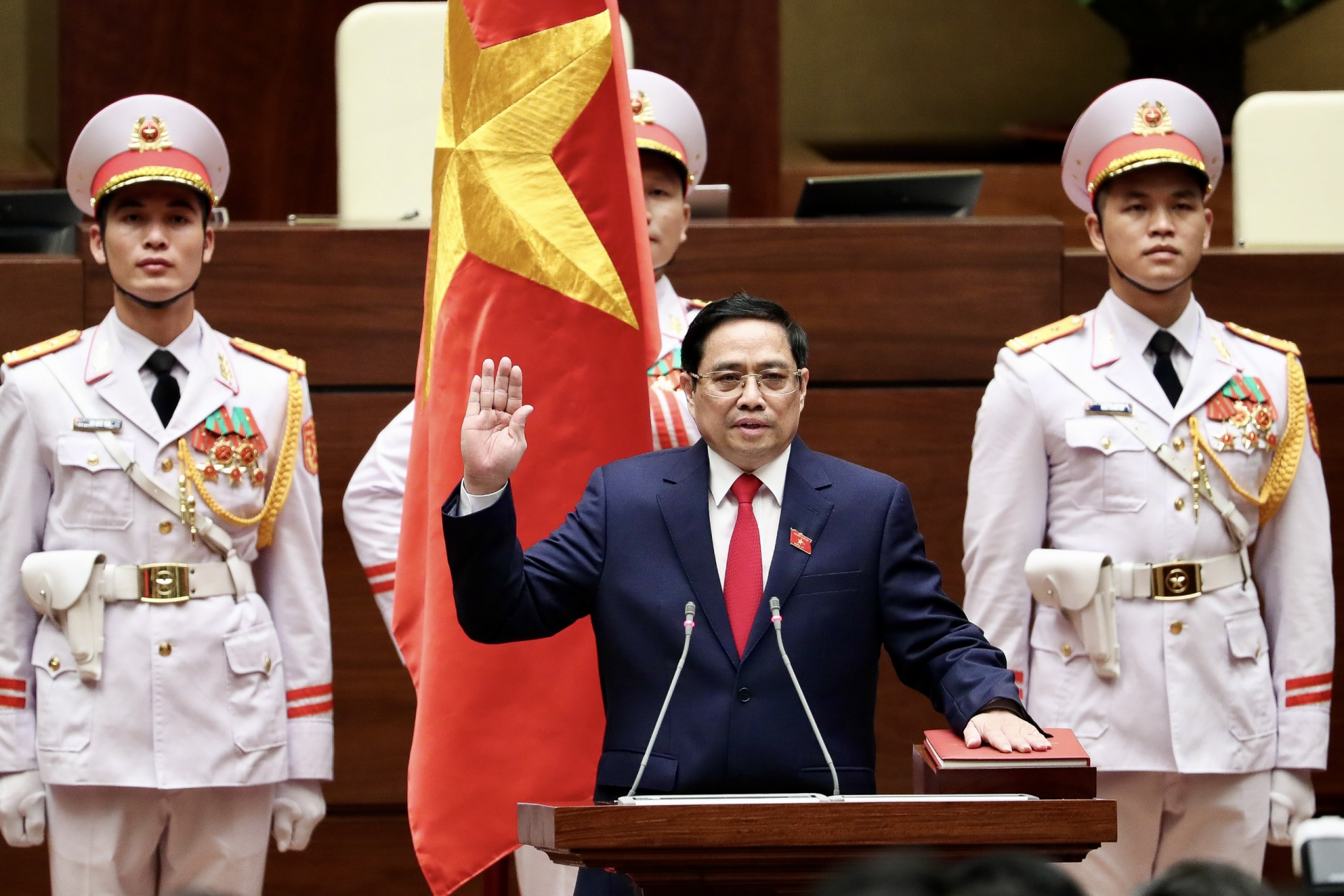 Pham Minh Chinh is sworn in as Prime Minister of the Socialist Republic of Viet Nam at the Headquarters of the National Assembly, Ha Noi, July 26, 2021. Photo: VGP