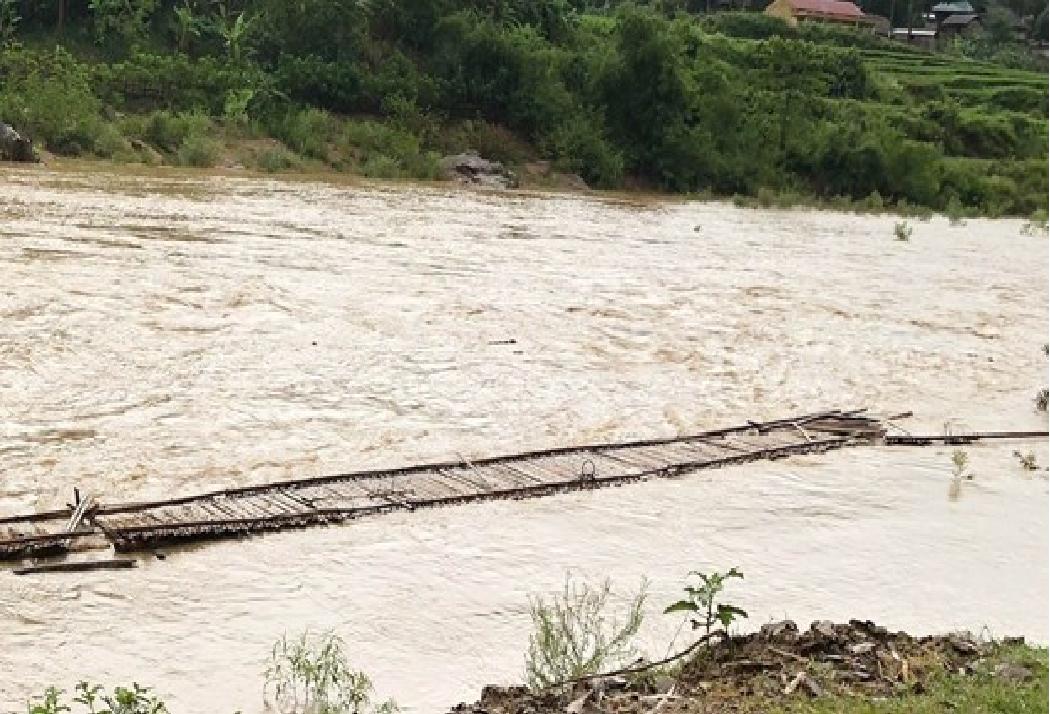 two killed as storm sinlaku sweeps through northern vietnam