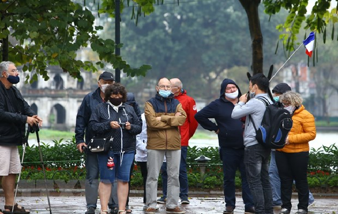 temporary stay extended for foreigners in vietnam until end of august