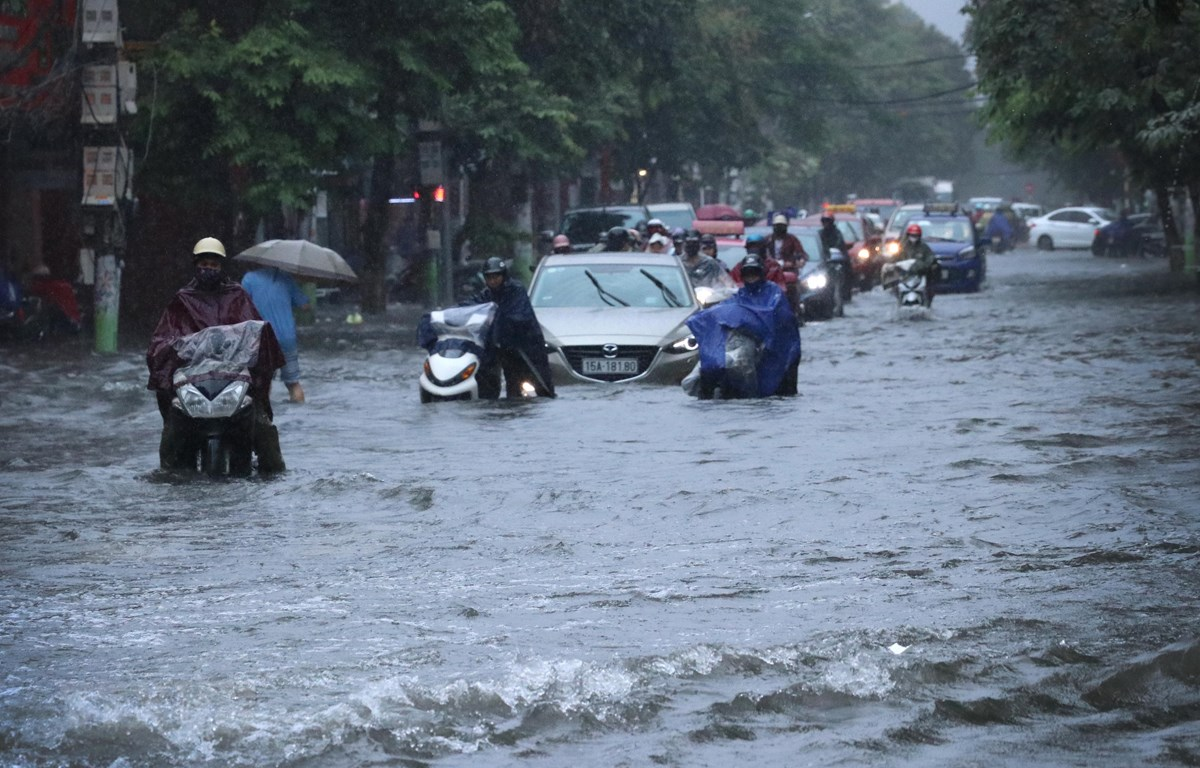 heavy rains wreak havoc up and down vietnam more rains forecast from august 8 14