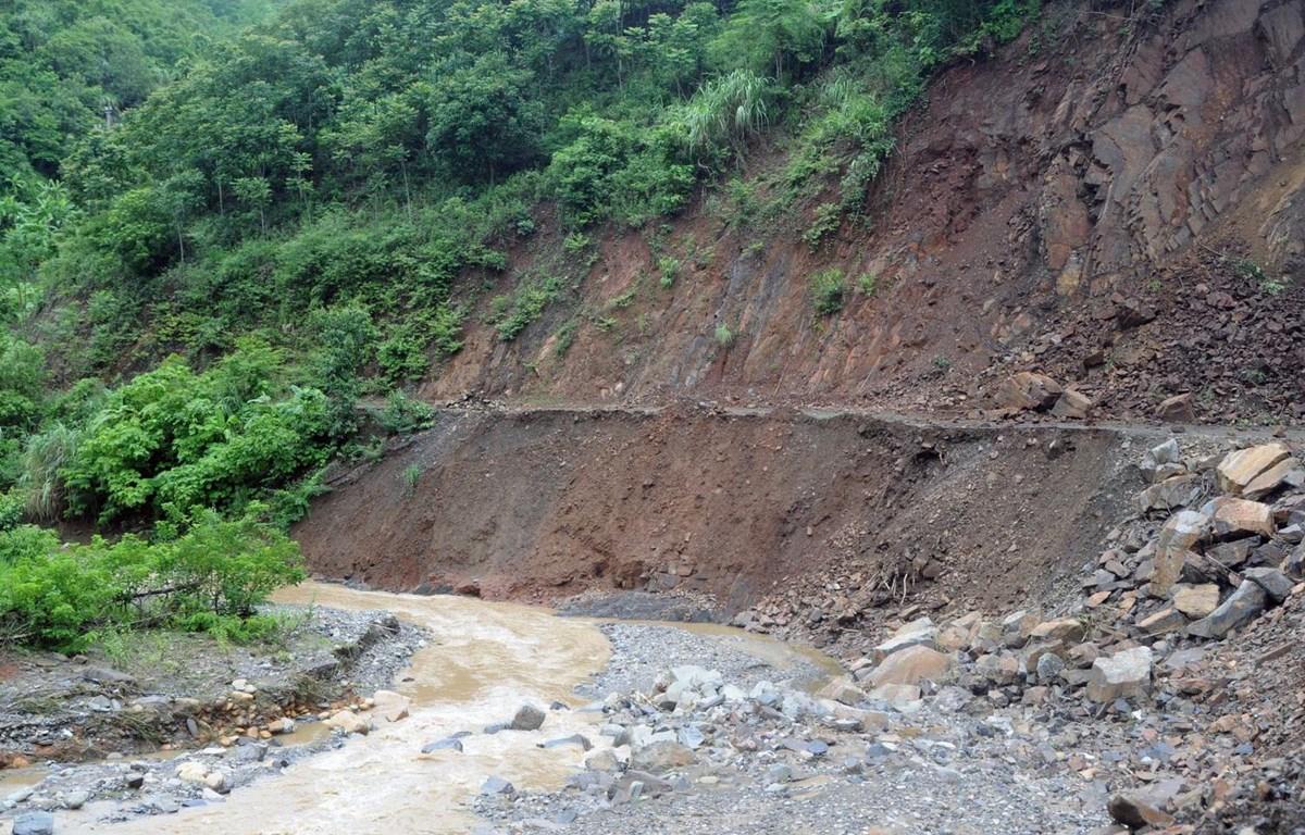 vietnams extreme weather killing floods as heavy rains pound mountainous province