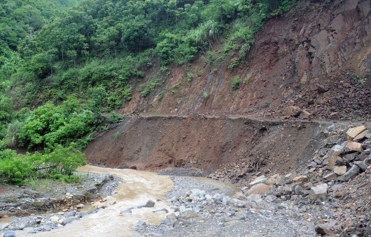 vietnams extreme weather killing floods as heavy rains pound mountainous province