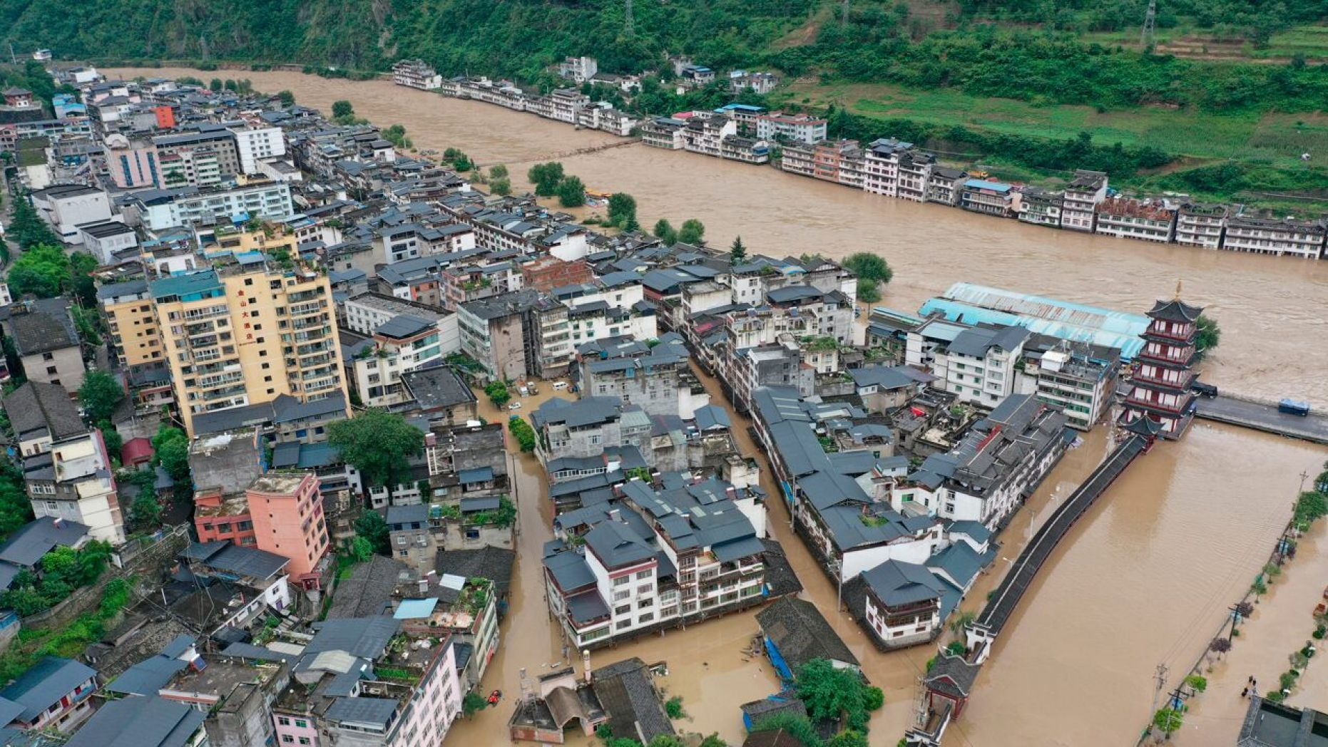 massive flooding in china worlds largest hydroelectric dam ushers in largest flood peak