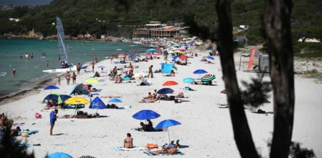 french government defends precious freedom of topless sunbathing