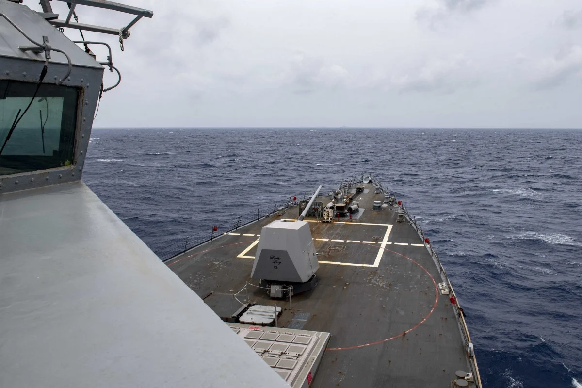 China haughtily warns off trespassing US warship in Bien Dong Sea