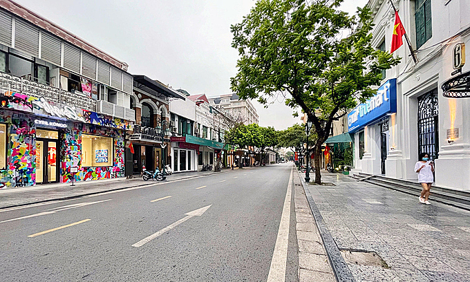 Hanoi's Trang Tien Street deserted after Covid-19 prevention measures were tightened July 18, 2021. Photo by VnExpress