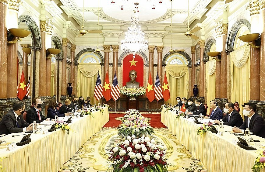 The same day, Harris meets with State President Nguyen Xuan Phuc to discuss issues related to the US - Vietnam relations as well as regional issues of mutual concern.