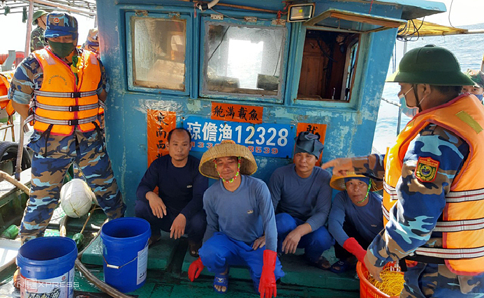 chinese vessels found fishing illegally in vietnams waters