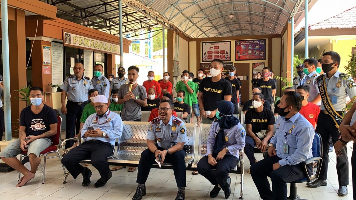 embassy calls on indonesia to ensure living conditions for detained vietnamese fishermen