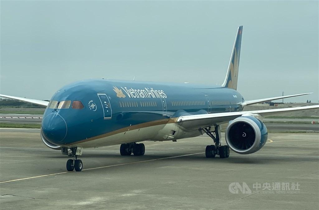 taiwan vietnam flight services set to restart by mid october