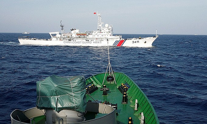 A China Coast Guard ship cruises near a vessel of the Vietnam Coast Guard in the South China Sea in May 2014. Photo by Reuters