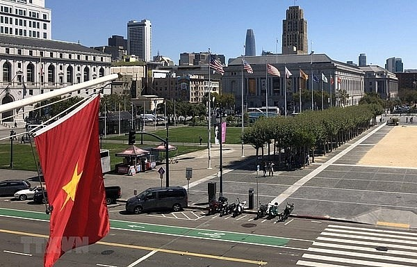 Vietnamese flags fly in front of the City Hall of San Francisco, the US. (Photo: VNA)