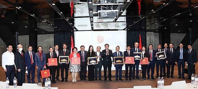 "Top legislator holds ""special meeting"" with Overseas Vietnamese"