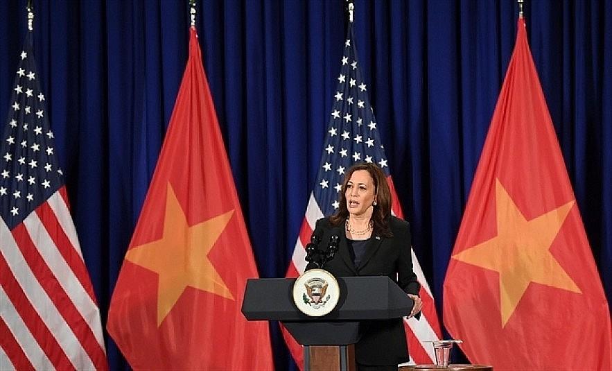 VP Kamala Harris speaks at a press briefing held in Hanoi on August 26. Photo: VNA