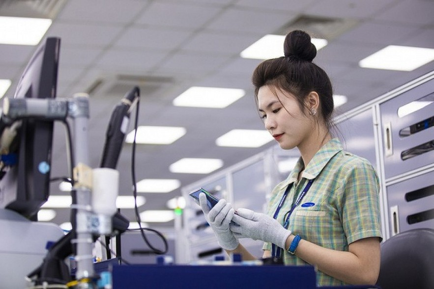 Samsung plans to expand its mobile device assembly and production line ahead in the second half of this year