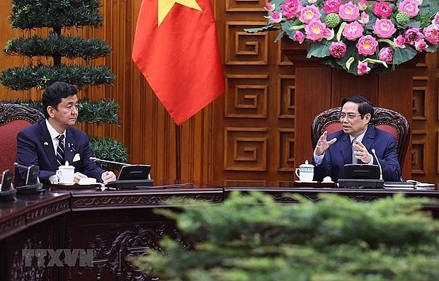 Prime Minister Pham Minh Chinh (R) receives Japanese Defence Minister Kishi Nobuo (Photo: VNA)