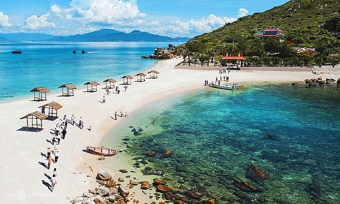 Tourists visit an island in Nha Trang, central Vietnam, March 2021. Photo by VnExpress/Khoa Tran
