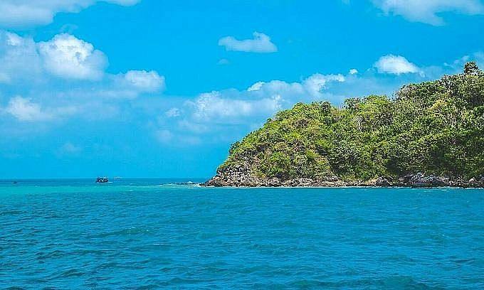 Crystal blue water off Phu Quoc Island. Photo by VnExpress/Thanh Luan