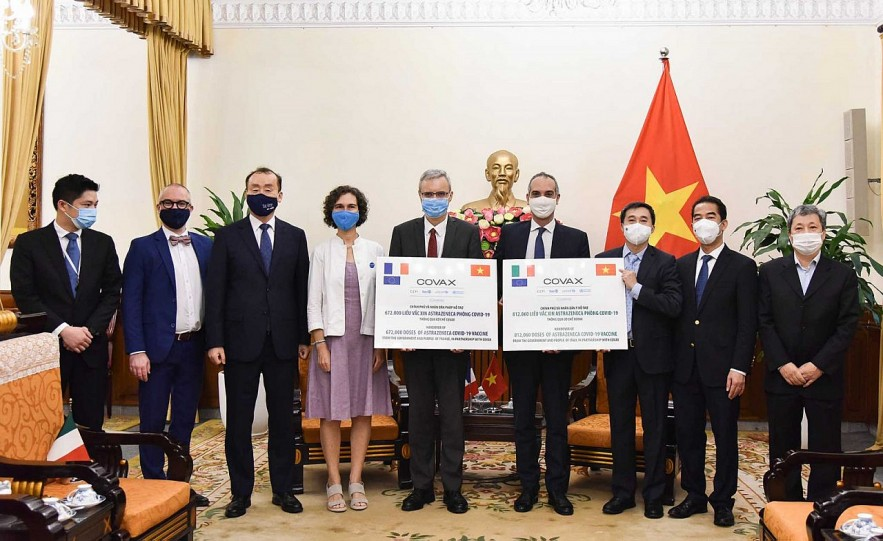 A handover ceremony of 1,484,060 doses of AstraZeneca COVID-19 vaccines donated by France and Italy takes place at the headquarters of the Ministry of Foreign Affairs, Ha Noi, September 14, 2021.